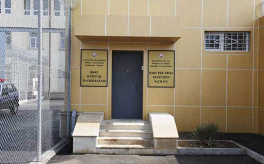 Məktəbliyə qarşı seksual zorakılıq edən 11-ci sinif şagirdi istintaq təcridxanasına köçürülüb