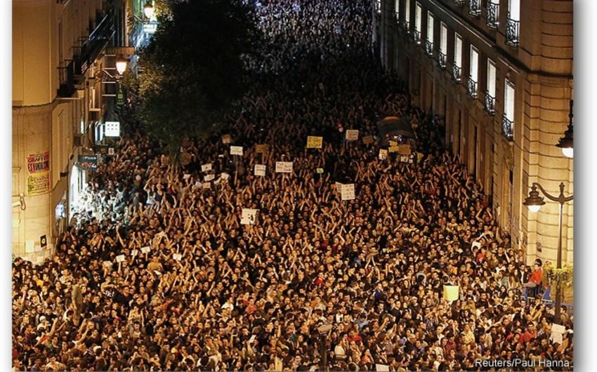 Испанию охватили массовые митинги