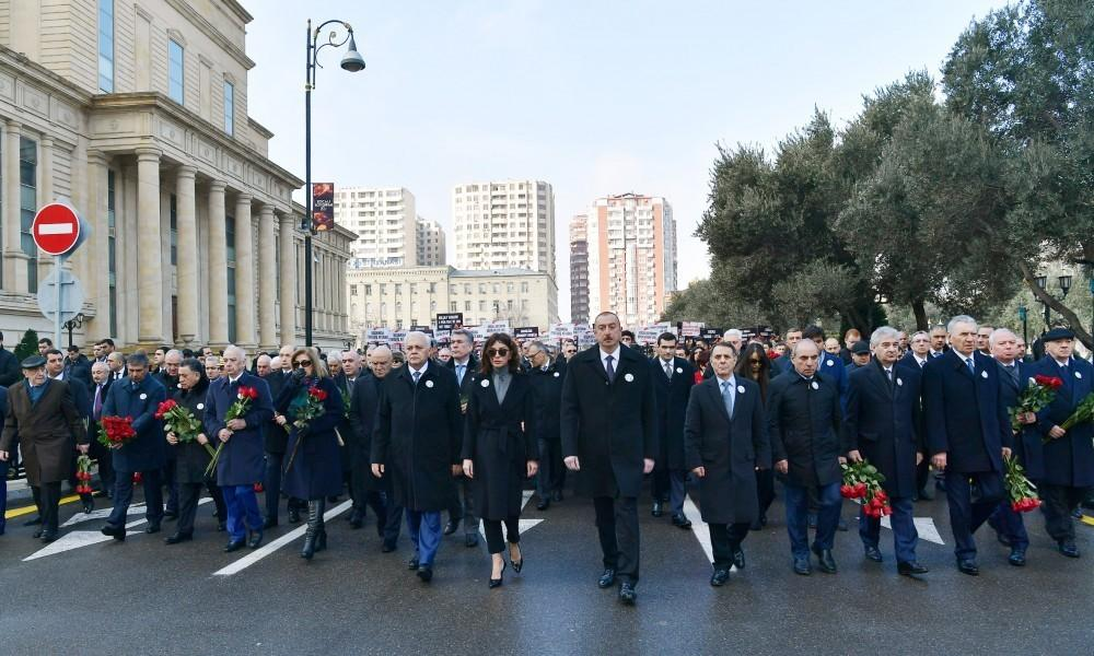 В Баку прошло всенародное шествие по случаю 27-й годовщины Ходжалинского геноцида - ОБНОВЛЕНО - ФОТО