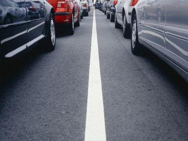 На дорогах Баку отмечается интенсивное движение автомобилей