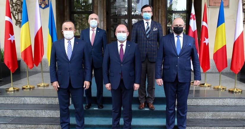Mövlut Çavuşoğlu: Gürcüstanın və Ukraynanın ərazi bütövlüyünüdəstəkləyirik
