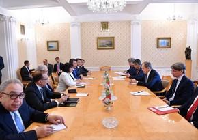 Проходит встреча председателя Милли Меджлиса с главой МИД России