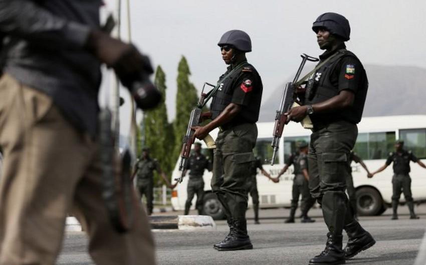 Nigeriyada məktəbə silahlı hücum olub, 100-dən çox şagird qaçırılıb