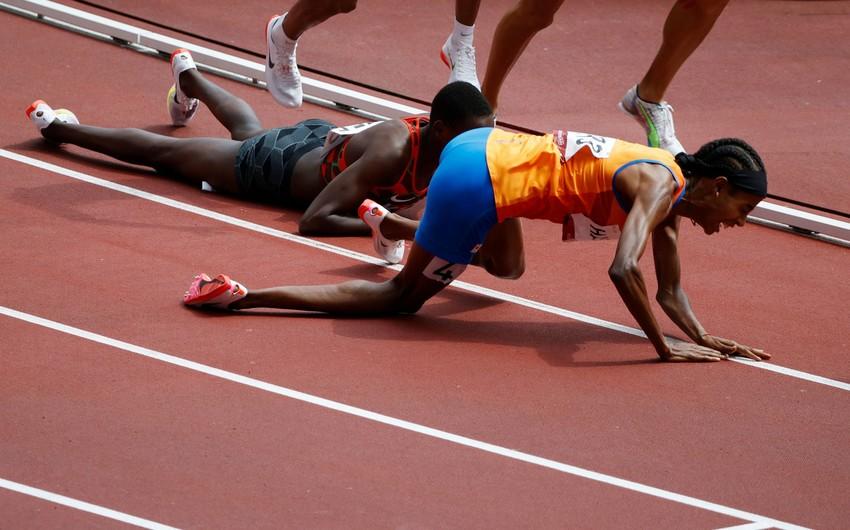 Tokio-2020: Atlet yıxılmasına baxmayaraq finişə birinci çatıb