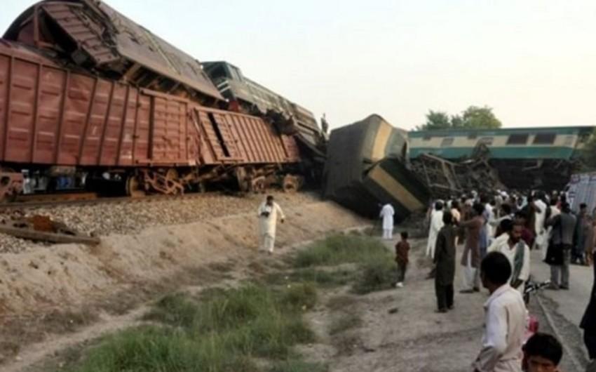 Pakistanda iki qatarın toqquşması nəticəsində ölənlərin sayı artıb