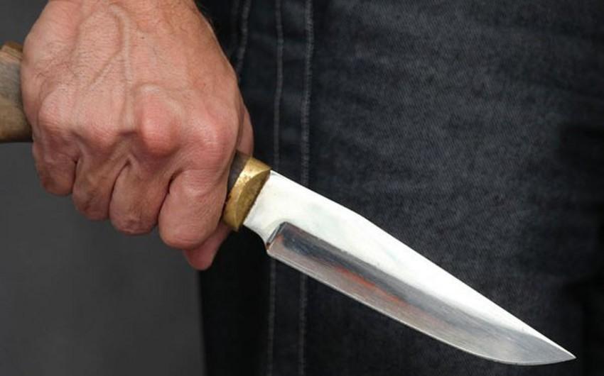 В Азербайджане отец ударил ножом сына