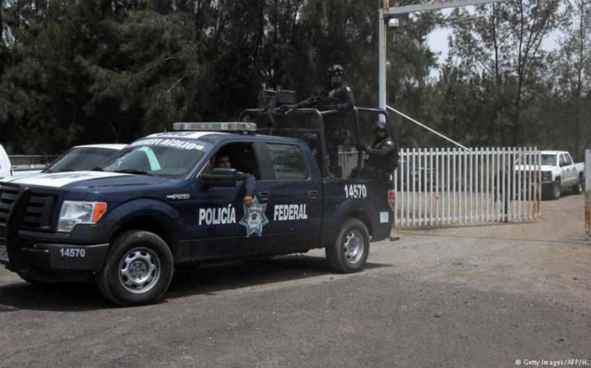 Meksikada avtomobil bazarda izdihamı vurub: yaralılar var