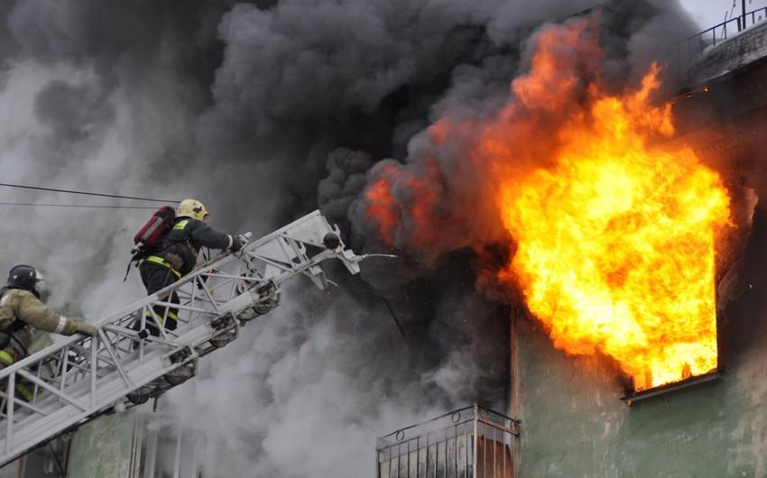 Bakıda ev yanıb, 3 nəfər yanıq xəsarəti alıb