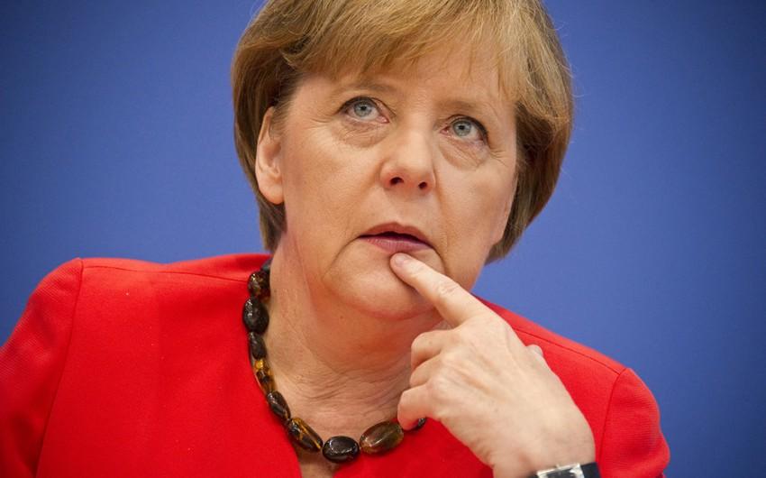 Angela Merkel səhvən antisemitizmi Almaniyanın vətəndaşlıq borcu adlandırıb
