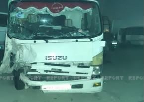 В Баку столкнулись эвакуатор и легковой автомобиль, погиб человек
