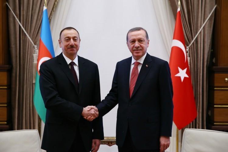 Ильхам Алиев поздравил Реджепа Тайипа Эрдогана с 95-й годовщиной образования Турецкой Республики