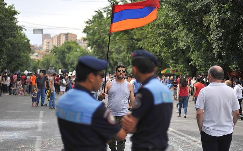 Yerevanda polislə vətəndaşlar arasında dava düşdü