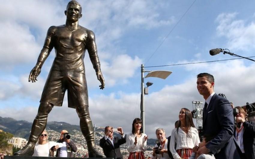 Cristiano Ronaldonun şərəfinə heykəl ucadılıb