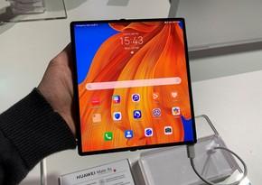 """""""Huawei"""" yeni smartfonun görüntülərini təqdim edib"""