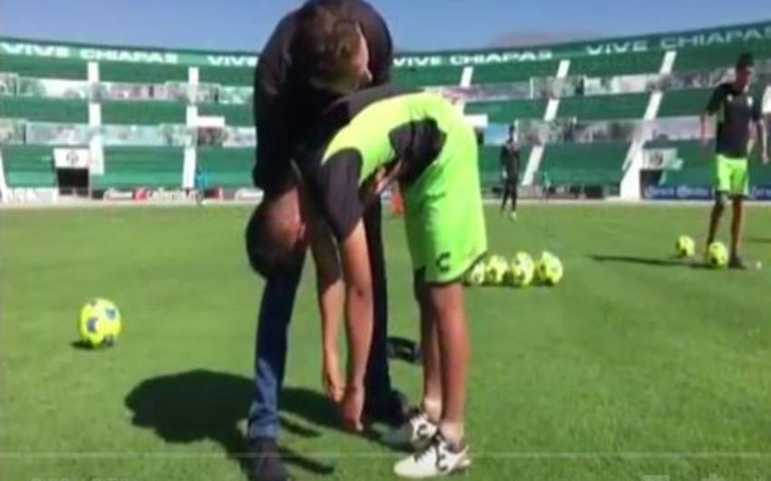 Футболист забил со штрафного в девятку после сеанса гипноза - ВИДЕО