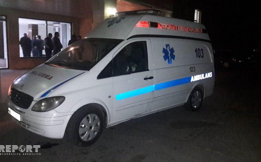 Salyanda minik avtomobili aşıb, 2 nəfər xəsarət alıb