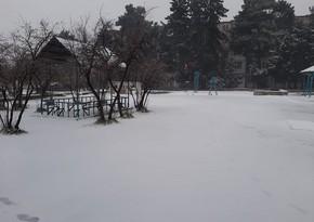 В некоторых городах и районах продолжает идти снег