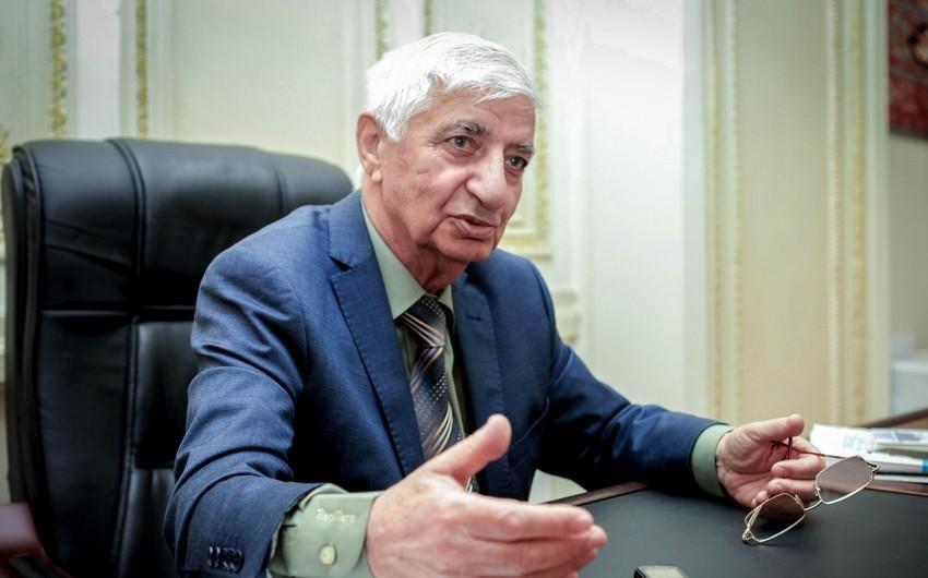 Prezident Fikrət Qocanı təltif etdi