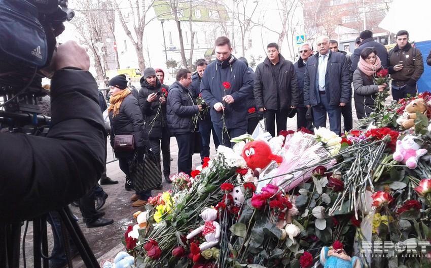 Moskvada yaşayan azərbaycanlılar Kemerovoda yanğın nəticəsində həlak olanların xatirəsini yad edib - FOTO