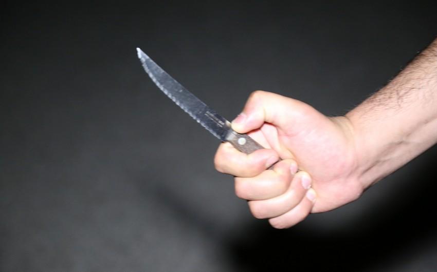Qaxda gənc oğlan bıçaqlanıb