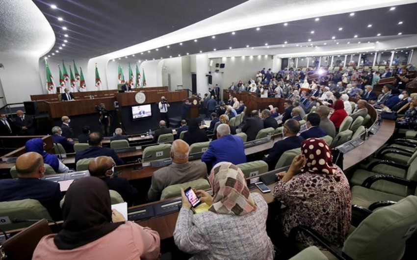 Algeria to hold early parliamentary elections