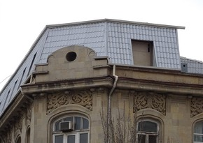 ИВ Баку сносит мансарду над историческим зданием
