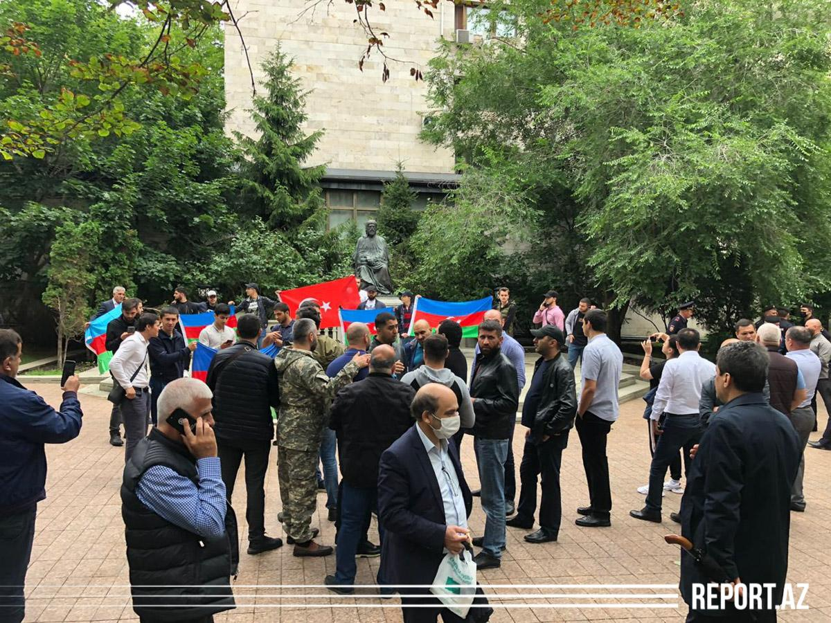 Azerbaijanis in Moscow stage rally to support Army