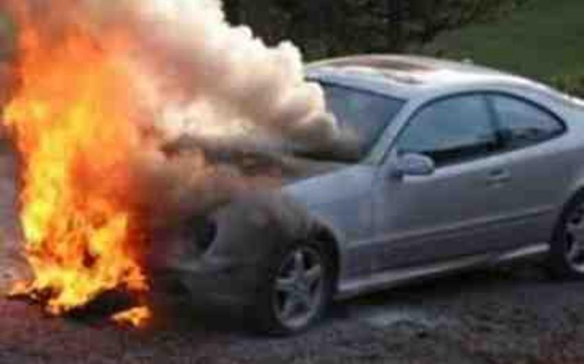 Qusarda Mercedes yanıb