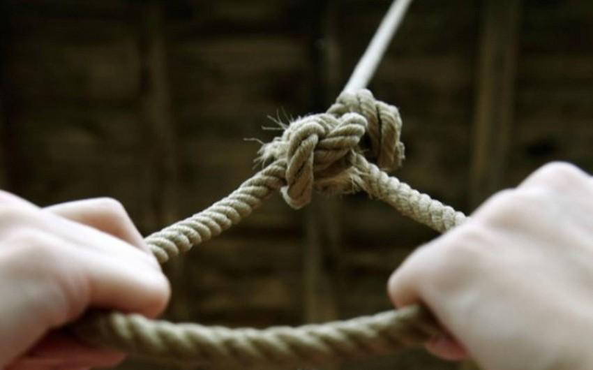 Bakıda 32 yaşlı kişi özünü asaraq intihar edib