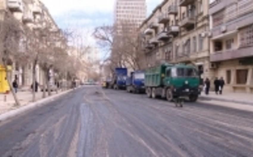 Bakının Nizami küçəsində asfalt-beton örtüyünün döşənməsi işləri yekunlaşıb