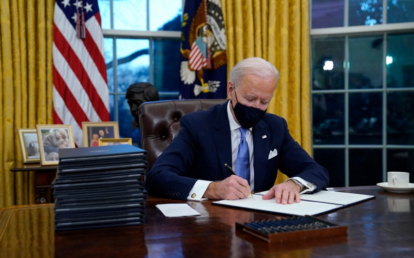 "Bayden ""Amerika qurtuluş planı""nı imzaladı"