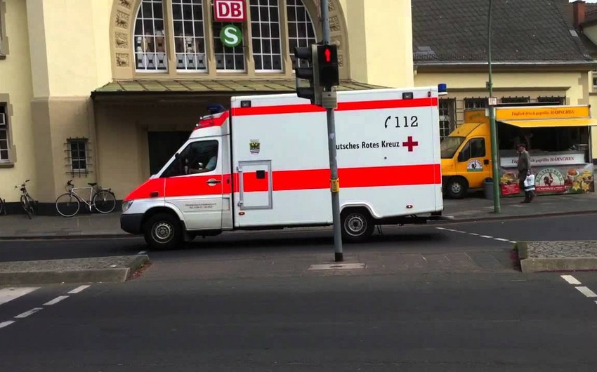 Almaniyada zəncirvari yol qəzası baş verib, 2 nəfər ölüb, 19-u yaralanıb
