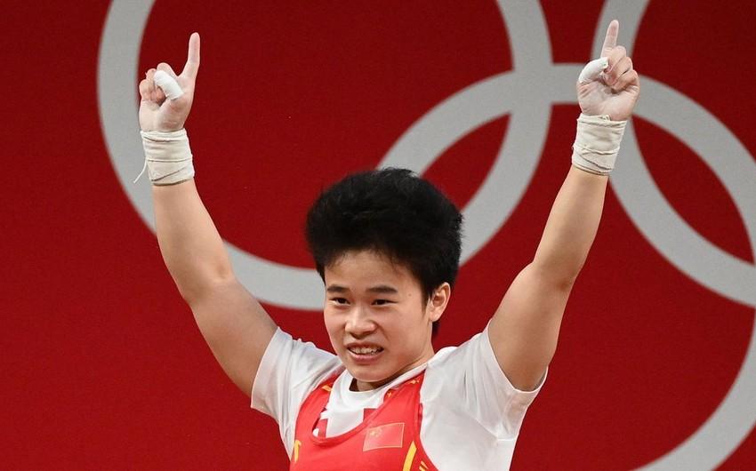 Токио-2020: Китайская тяжелоатлетка установила олимпийский рекорд