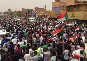 Sudanda etirazçılar hava limanının fəaliyyətini dayandırıblar