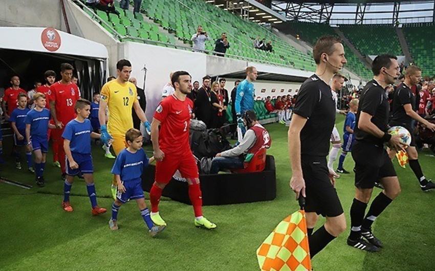 Macarıstan - Azərbaycan oyununun baş hakimi Dennis Higler səhvini etiraf edib - FOTO