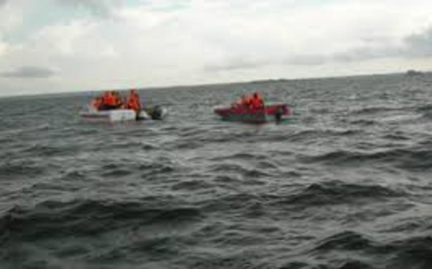 Filippin sahilləri yaxınlığında gəmi batıb: 2 ölü