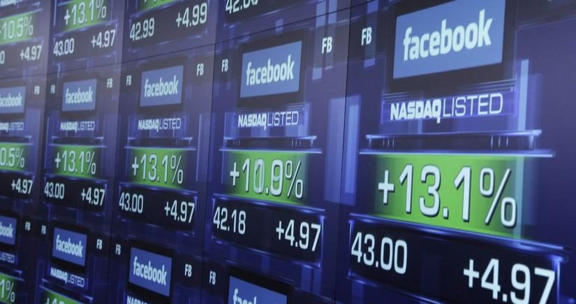 Стоимость акций Facebook начала снижаться
