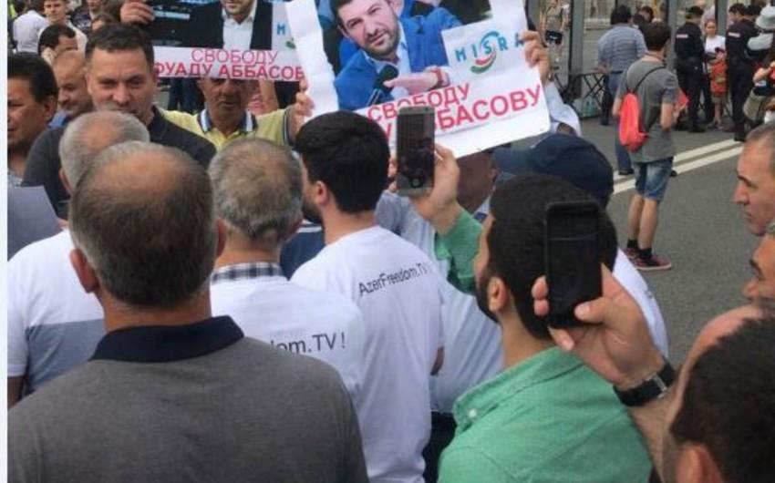 Moskvada yüzlərlə azərbaycanlı Fuad Abbasovun müdafiəsi məqsədilə yenidən aksiyaya başlayıb - FOTO