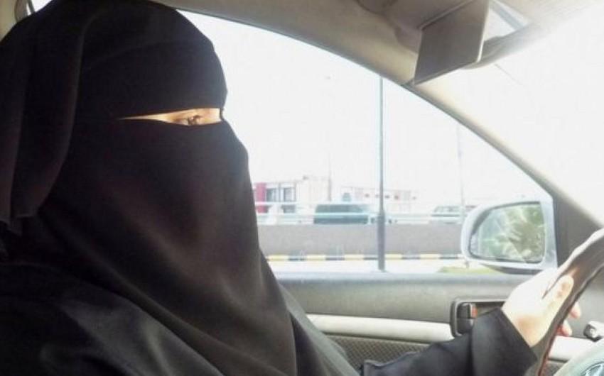 Omanın ilk qadın taksi sürücülərinə çəhrayı avtomobillər veriləcək