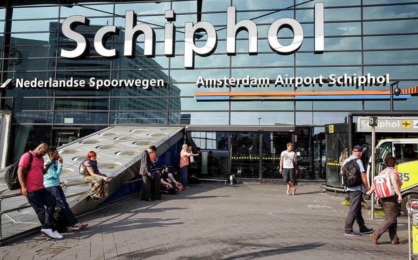 Amsterdam aeroportunda reyslərdə gecikmə yaranıb