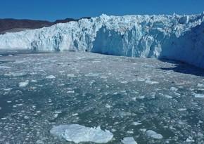 Greenland lost 586 billion tons of ice last year