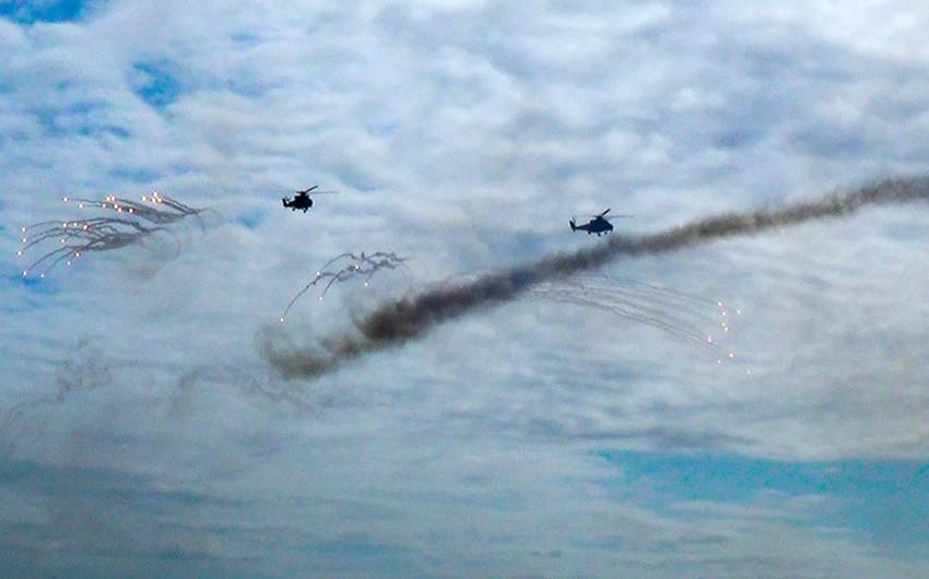 Hərbi Hava Qüvvələri helikopter bölmələrinin taktiki-uçuş məşqləri keçirilib - VİDEO