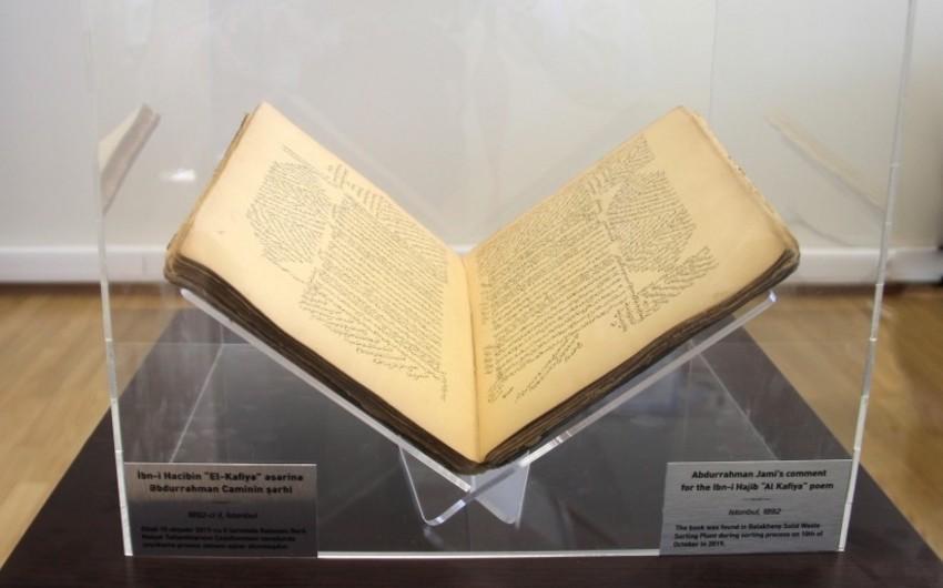 Azərbaycanda tullantıların çeşidlənməsi zamanı 19-cu əsrə aid nadir kitab tapılıb