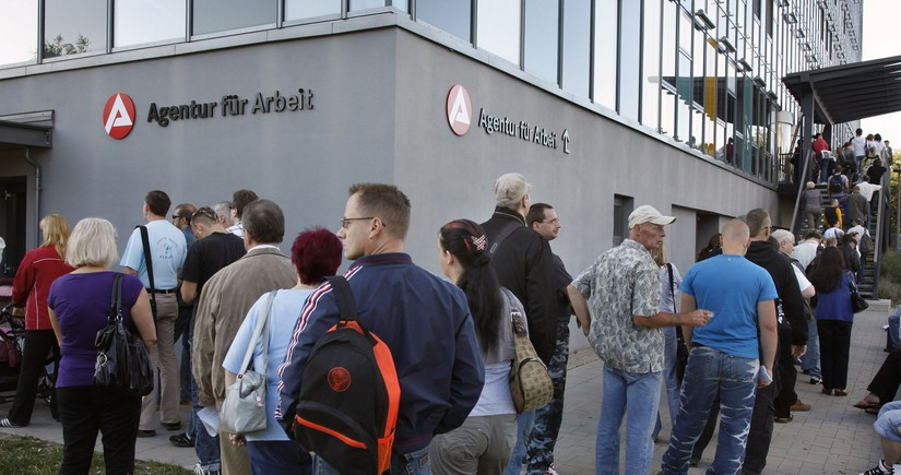 Безработица в Германии в октябре неожиданно снизилась до 6,2%
