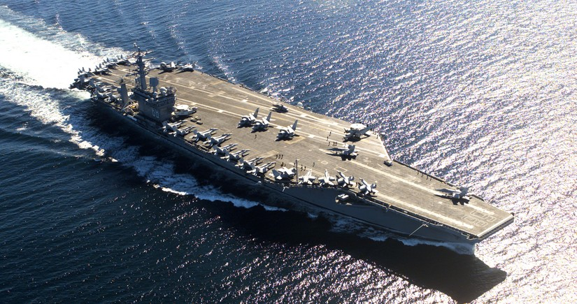 Американский авианосец направляется в Персидский залив