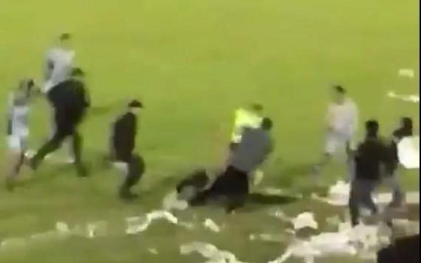 В Аргентине во время футбольного матча избили арбитров