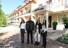 """Prezident İlham Əliyev və Mehriban Əliyeva Şuşada """"Xarı Bülbül"""" otelinin açılışında iştirak ediblər"""
