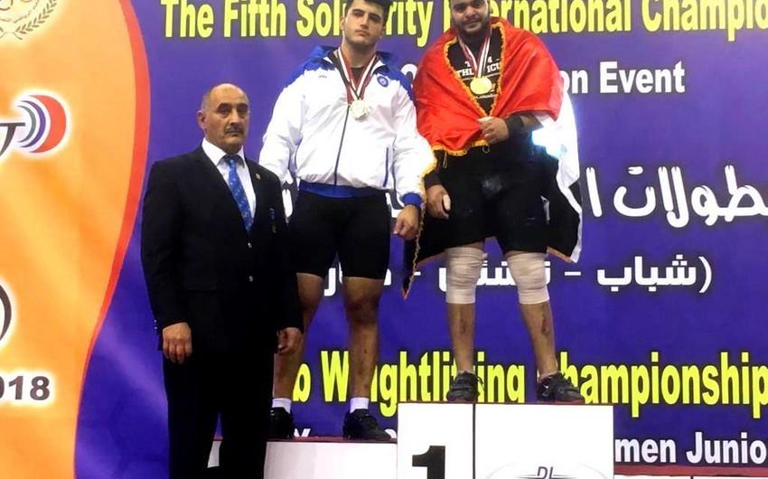 Azərbaycan ağırlıqqaldıranı Misirdə gümüş medal qazanıb