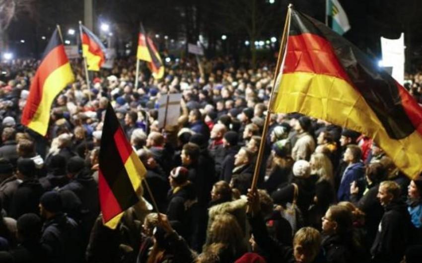 Almaniyada irqçiliyə qarşı 35 min nəfərlik nümayiş keçirilib
