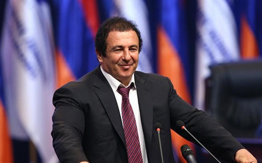 KİV: Ermənistan hakimiyyəti parlamentdəki müxalif fraksiyanı parçalayır